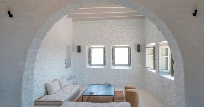Una casa in un castello in grecia for Piccoli piani casa castello