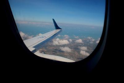 Viajando de avião, pelas asas do avião