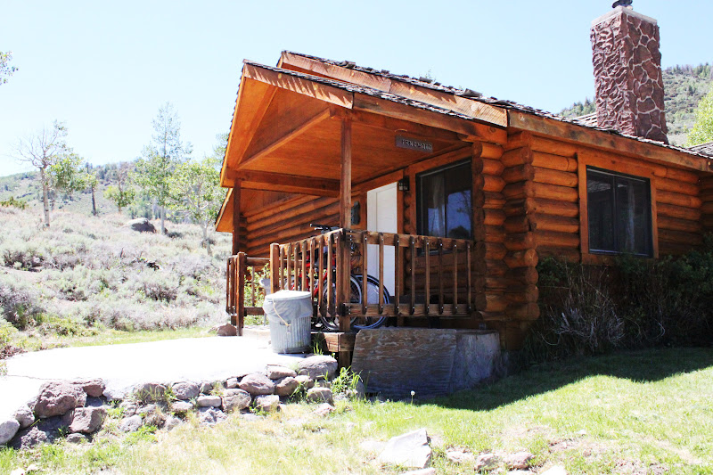 Rental cabins at fish lake utah pinewood 4 person deluxe for Fishing cabin rentals