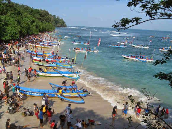 Pantai Pananjung Pangandaran (sederhanaperjalanan.blospot.com)