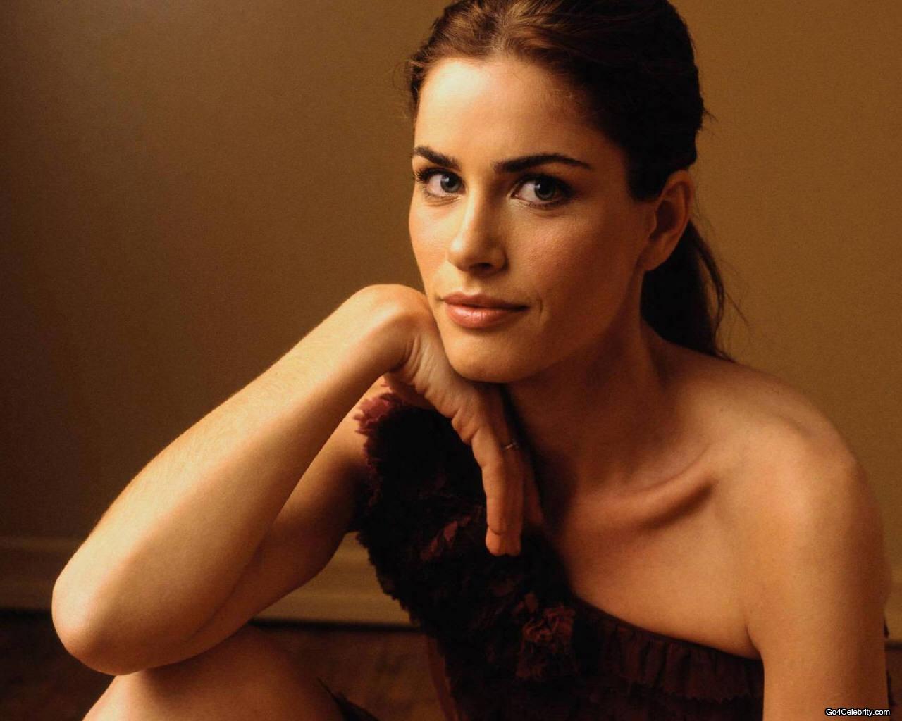 http://1.bp.blogspot.com/-KIOFFeJh41U/TbTpQMHr22I/AAAAAAAAAak/K0b8kGAhgxU/s1600/Amanda-Peet-007.jpg