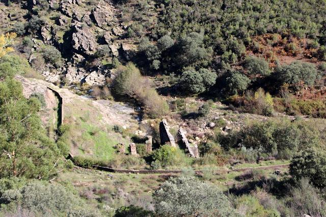 Canal y ruinas de Campillo de Deleitosa