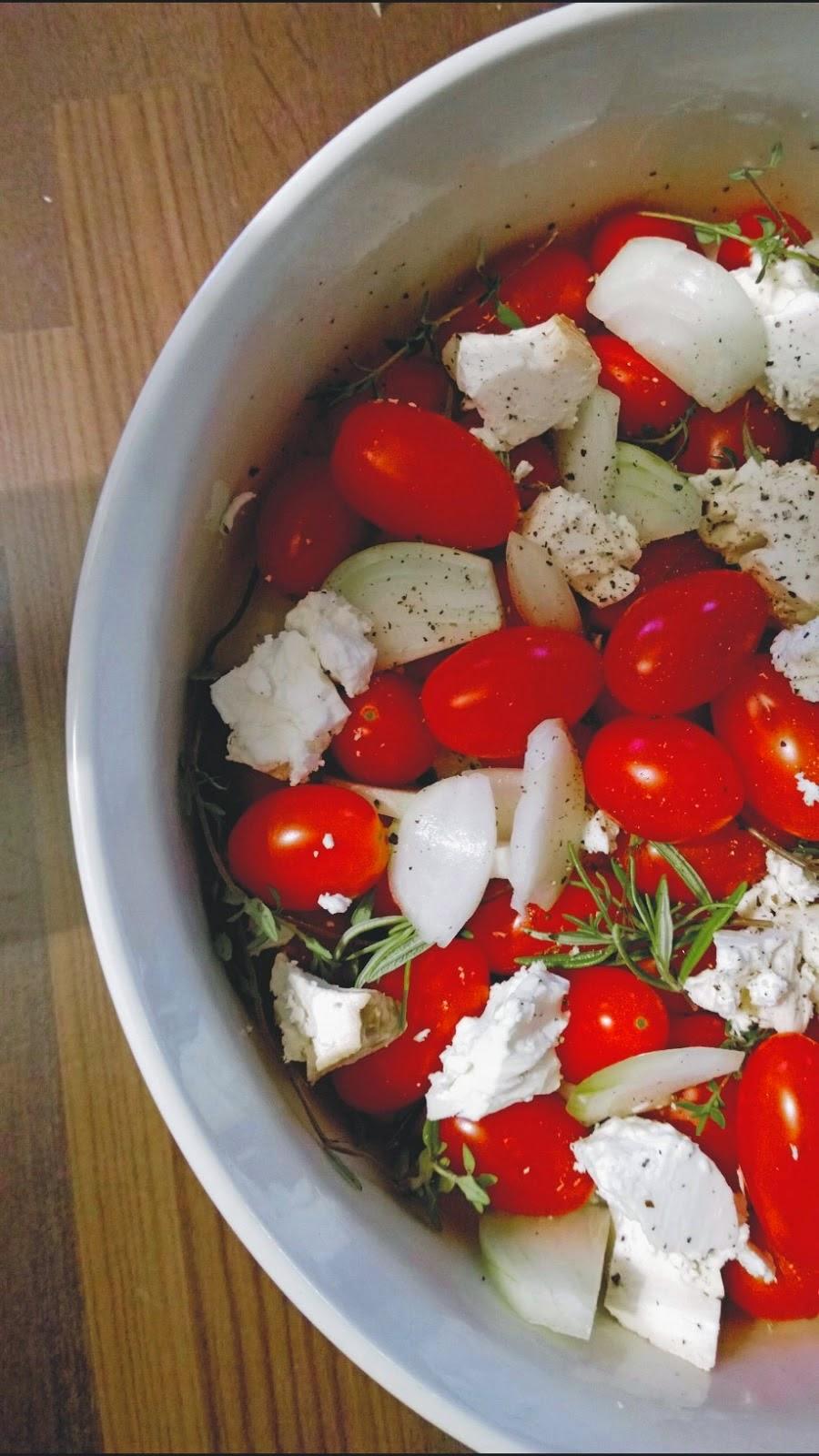 Soppakellarista. Lämmin tomaatti-fetasalaatti