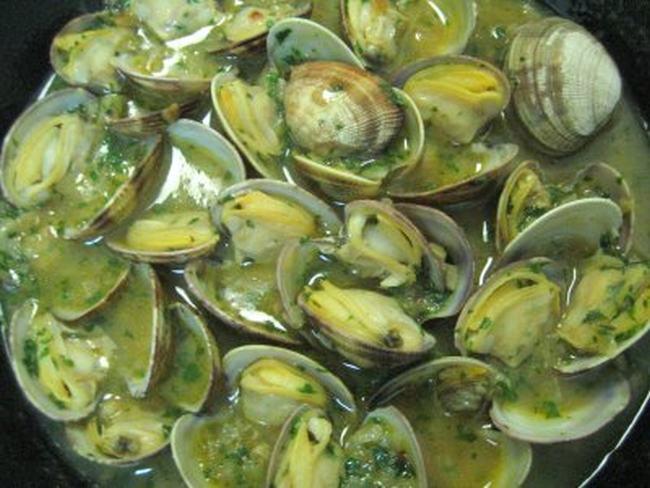 El babero restaurante las recetas de la cuchara de cuchy for Cocinar mejillones en salsa