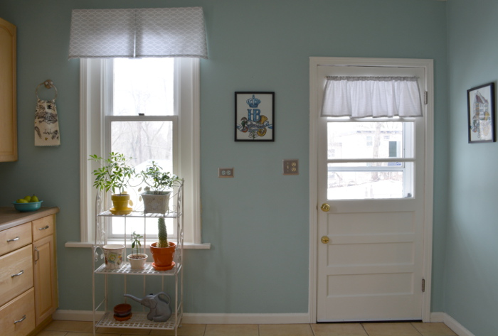 cozy birdhouse | kitchen valance and door ruffle