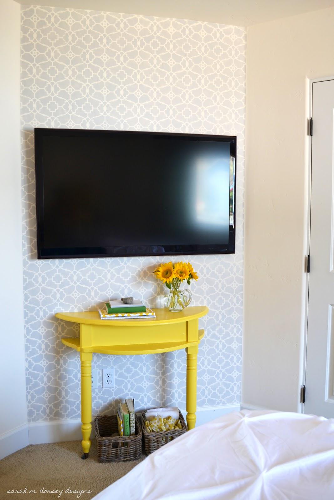 Diy stenciled morrocan rug the 36th avenue for Bedroom stencils designs