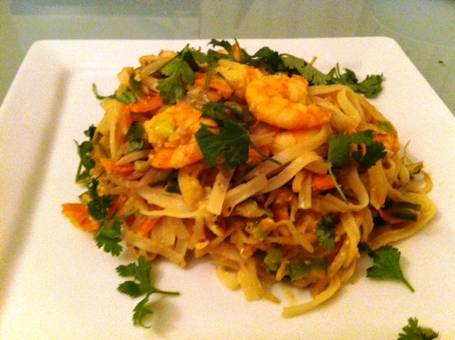 Eat Healthy But Tasty King Prawn Pad Thai