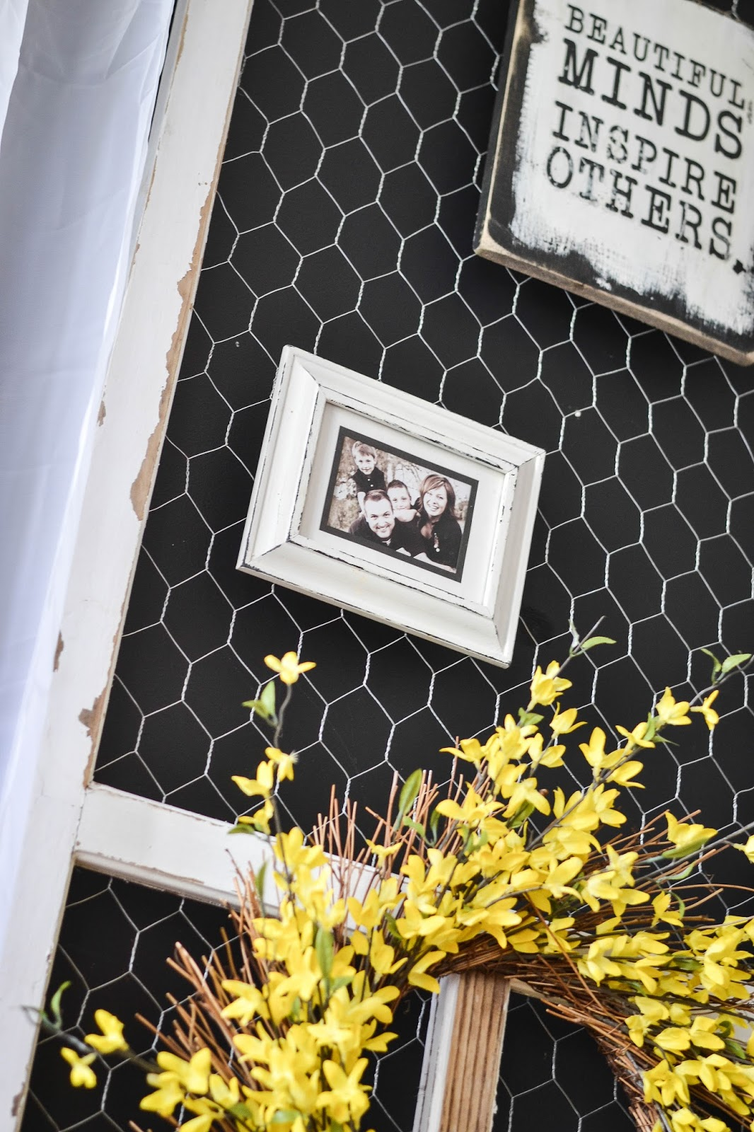 Down To Earth Style Chicken Wire Screen Door Display