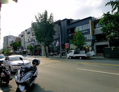 Fashion stores in Itaewon Seoul