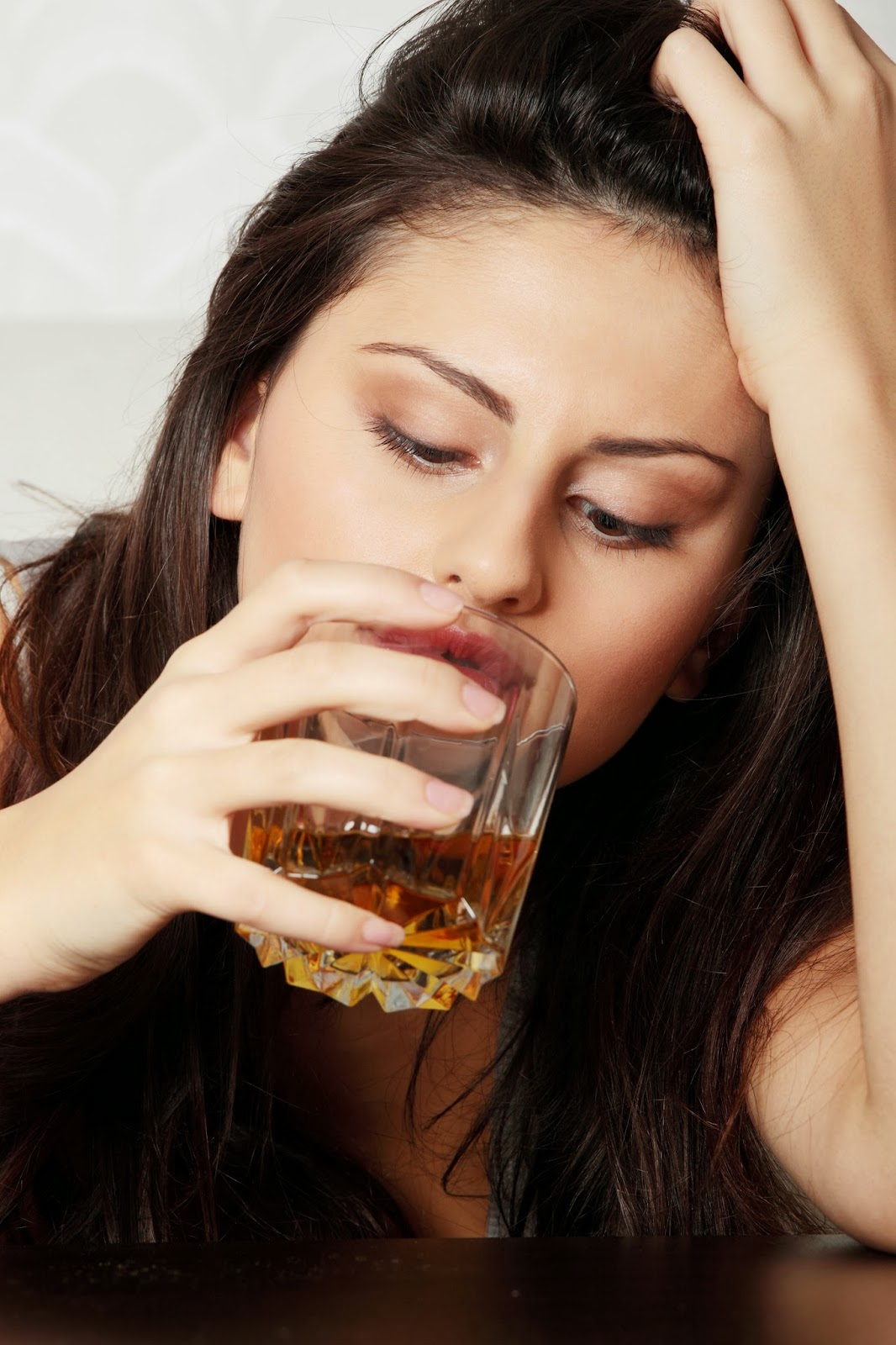 an analysis of the concept of drinking and the issues with alcohol Alcohol can cause physical, mental and social effects, which are determined by both the amount of alcohol consumed and the pattern of drinking.