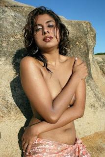 Mumbai Model Shabana De Posing Nude Pics
