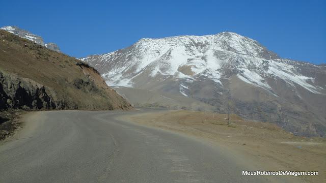 Subindo a Cordilheira dos Andes a caminho do Valle Nevado