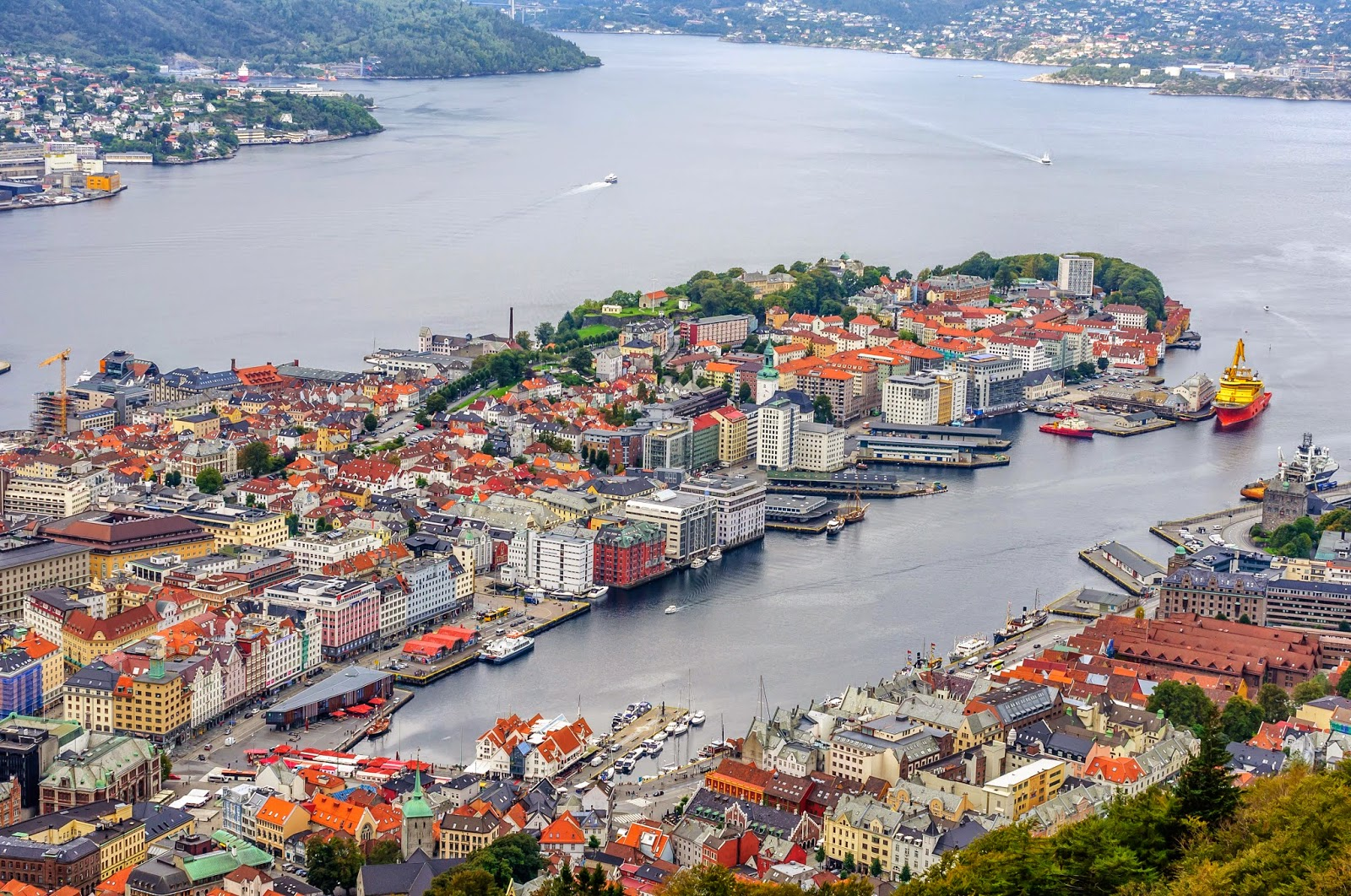 Yağmur Şehri Bir Diğer Deyişle Acıların Kadını Bergen
