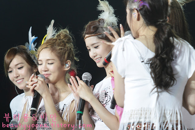 PICTURE Yoona SNSD Laughing