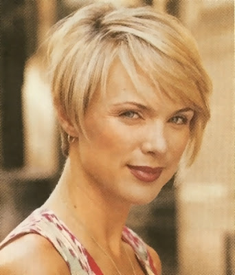 fine and thin hair looks better when cut in a short bob with side