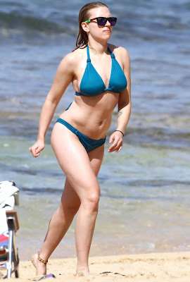 Scarlett Johansson in blue bikini, candid pic 7