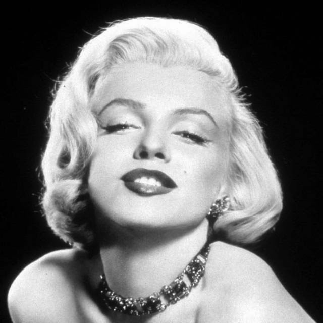 Even today we see small variations of the classic Marilyn Monroe look on the red carpet.