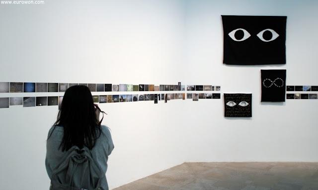 Muchas fotos pequeñas en el museo MARCO de Vigo