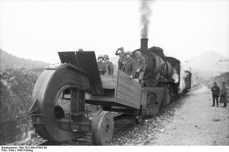 Schienenwolf worldwartwo.filminspector.com railroad destroyer