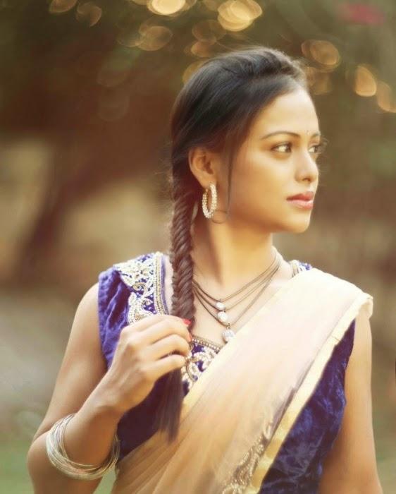 Hridaya Avanti In Spicy Saree Photo Shoot
