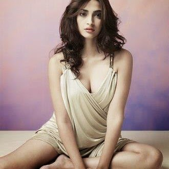 Sonam Kapoor Sexy Pics