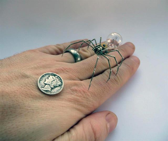 Joalheiro americano, cansado das jóias tradicionais, inova com criações muito impressionantes.
