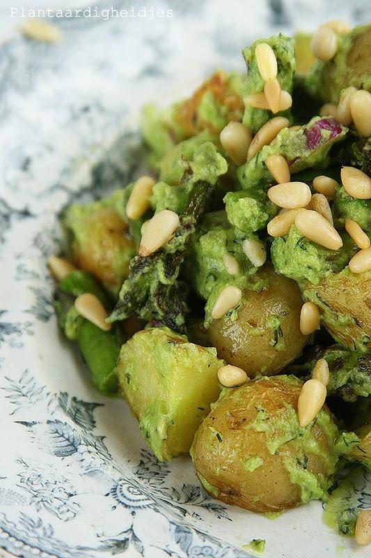Aardappelsalade met asperges en avocadodressing for Kookboek veganistisch