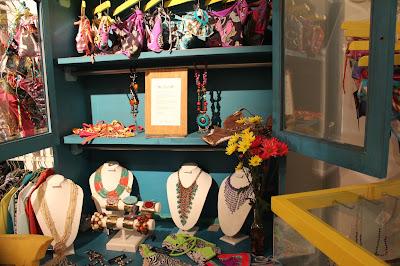 fashionblogger cali, fashion blo colombia, alina a la mode, a la mode, fashion blogger cali colombia,fashionblogger colombia, colores en la juana, diseñadores colombianos, marcas independientes de cali colombia, arte en la juana, la juana granada colombia hip y trendy, sitio de moda cali colombia, diseñadores colombianos, it girl colombia, la sucursal, feria de diseño independiente, moda colombia, blog de moda