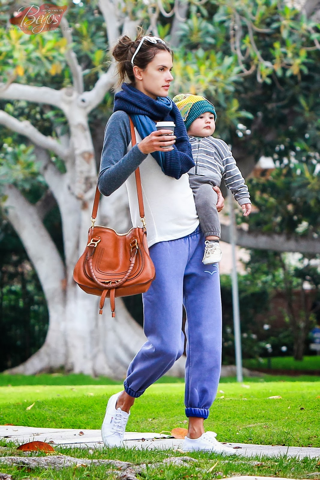 Alessandra ambrosio at the brentwood country mart los for The brentwood