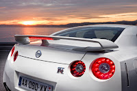 2012 MY Nissan GT-R official press media photo image picture high resolution original source facelift revised new generation enhanced restyled special exclusive edition 530hp 390kW 530ps rear spoiler wing third brake light badge emblem symbol