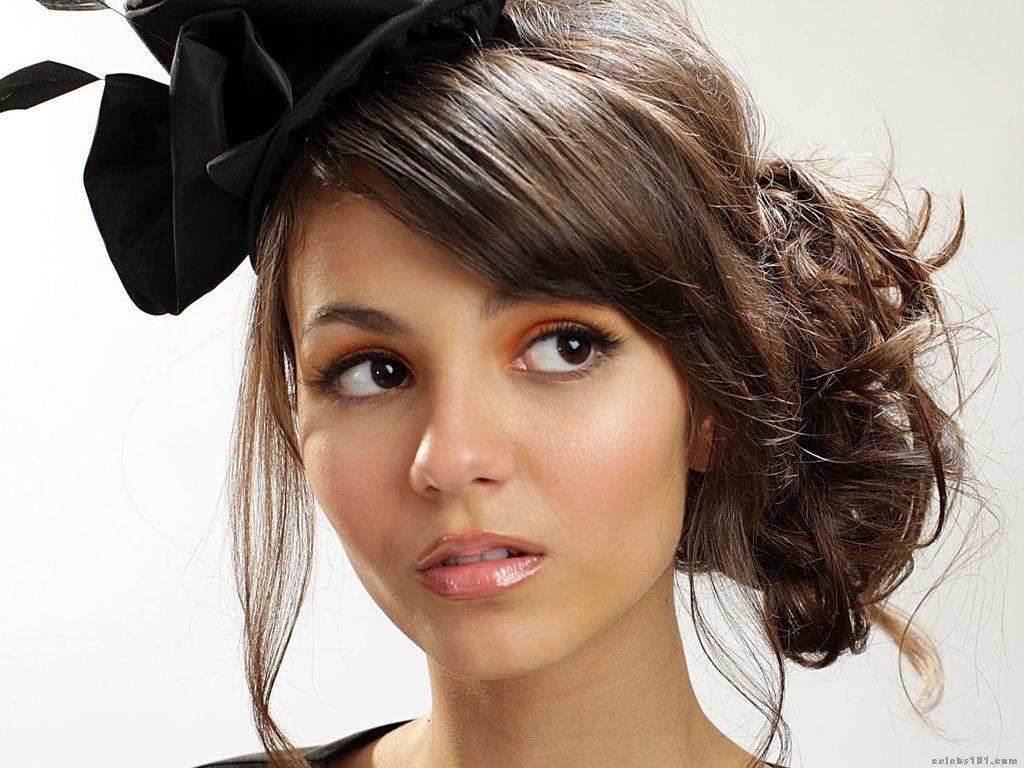 Victoria Justice New Look Hair Style