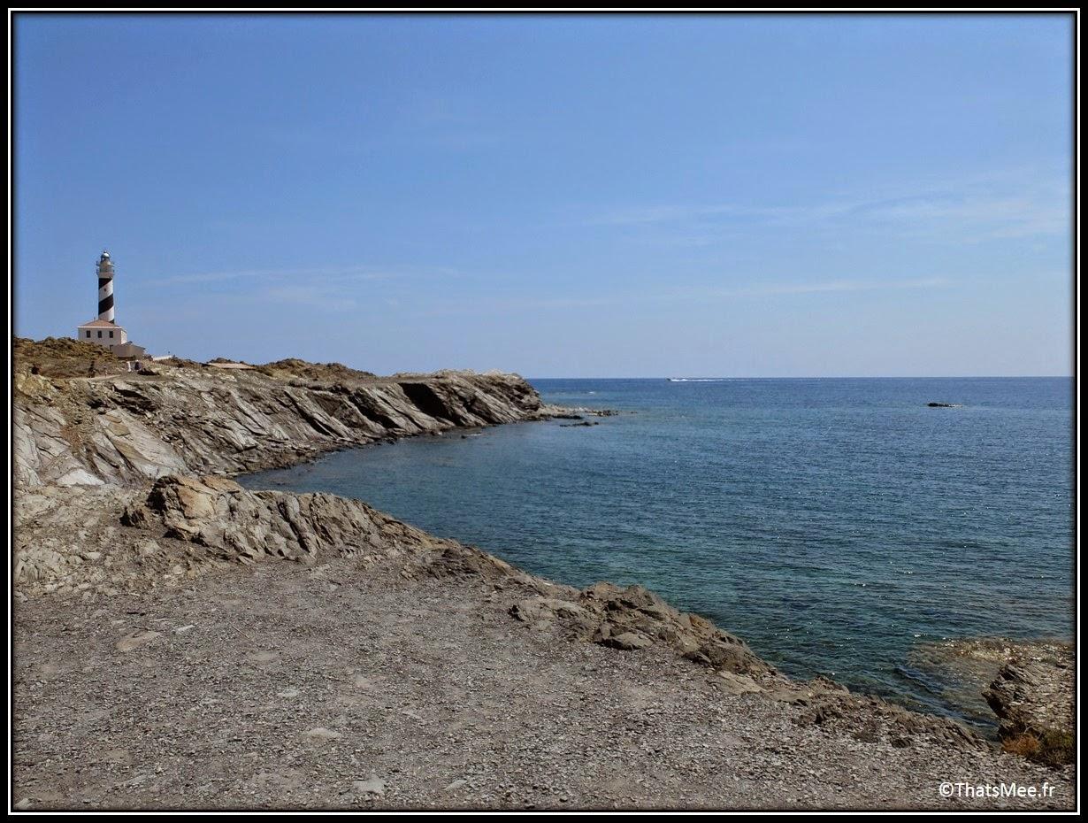 phare Favaritx blanc et noir Minorque Menorca pierre feuilletée paysage lunaire vue