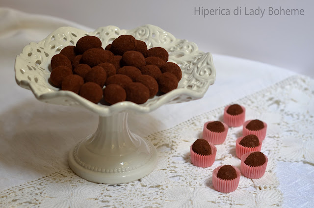 hiperica_lady_boheme_blog_di_cucina_ricette_gustose_facili_veloci_dolci_tartufi_al_cioccolato_e_rum_2