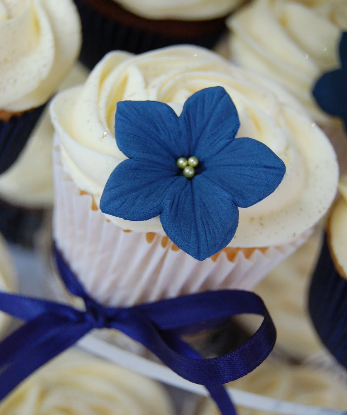 Little Paper Cakes Navy yellow and white wedding Cupcake