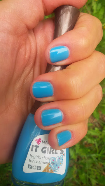 Маникюр и краски лета: небесно-голубой VOV Nail Cone IT Girl's
