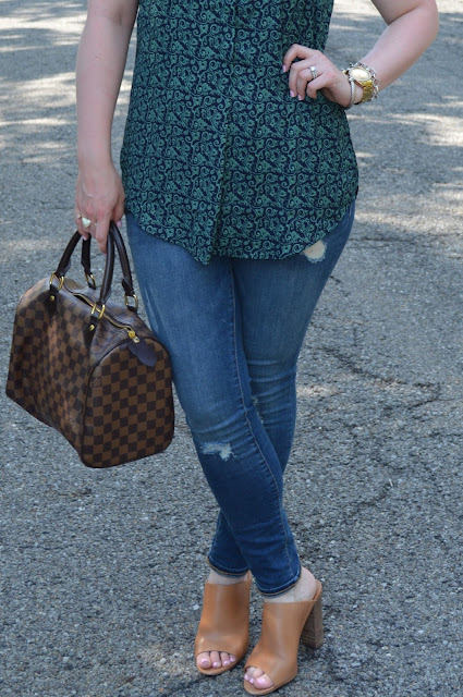 blue-and-green-blouse-jeans