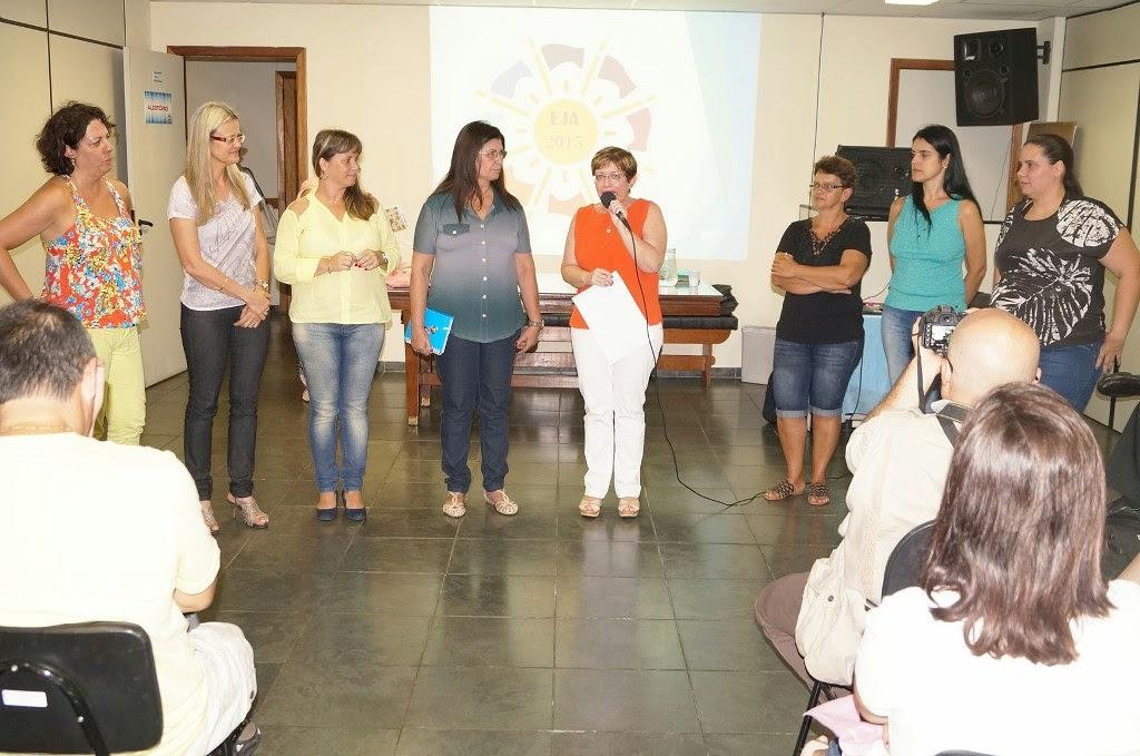 Ana Paula Coutinho apresenta a equipe de coordenadoras da EJA