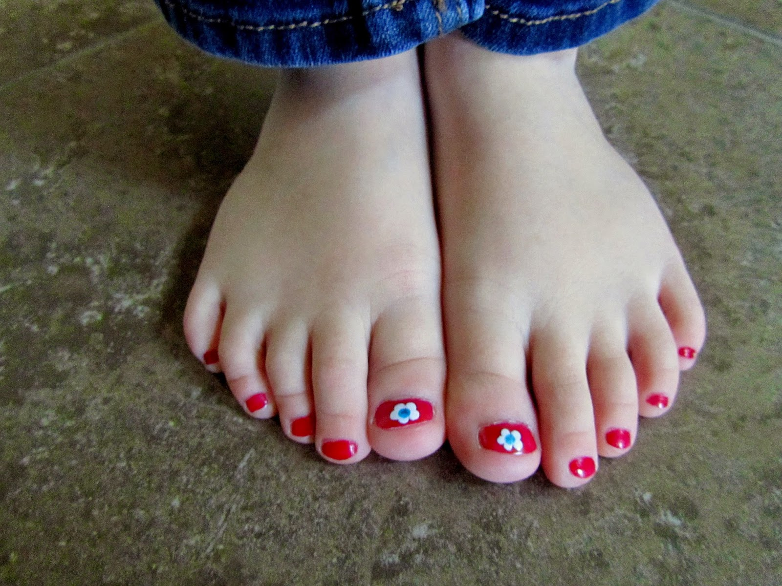 4th of July Flower Toenails   Pinning with Purpose