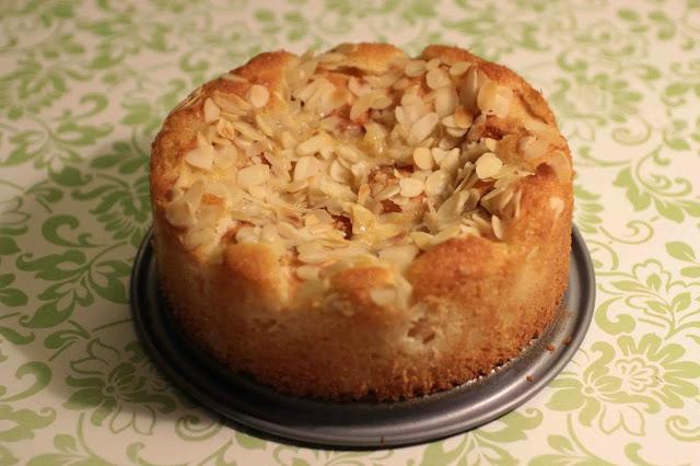 Gâteau moelleux aux pêches et aux amandes