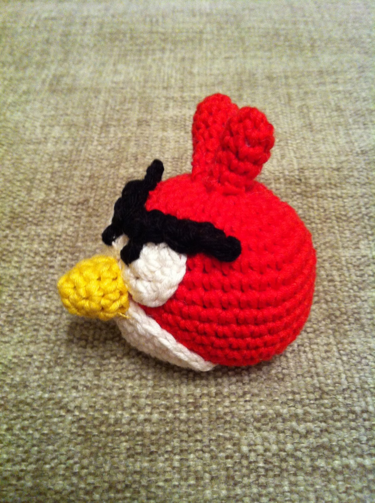EL DESVÁN DE LOS AMIGURUMIS: Patrón llavero amigurumi Angry Birds rojo