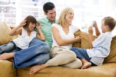 Familia-armonía-alegría-felicidad-amor-comunicación-feng shui-sala