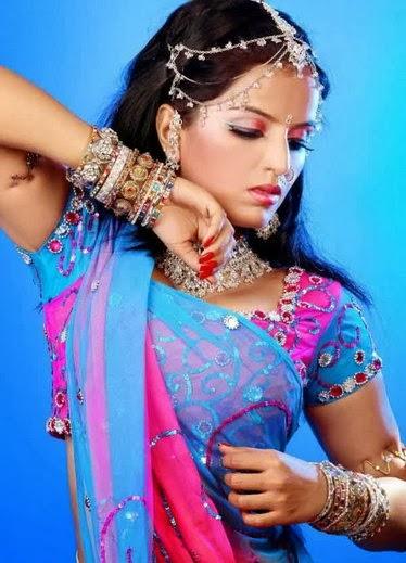 Meghna Patel in gujarati sari