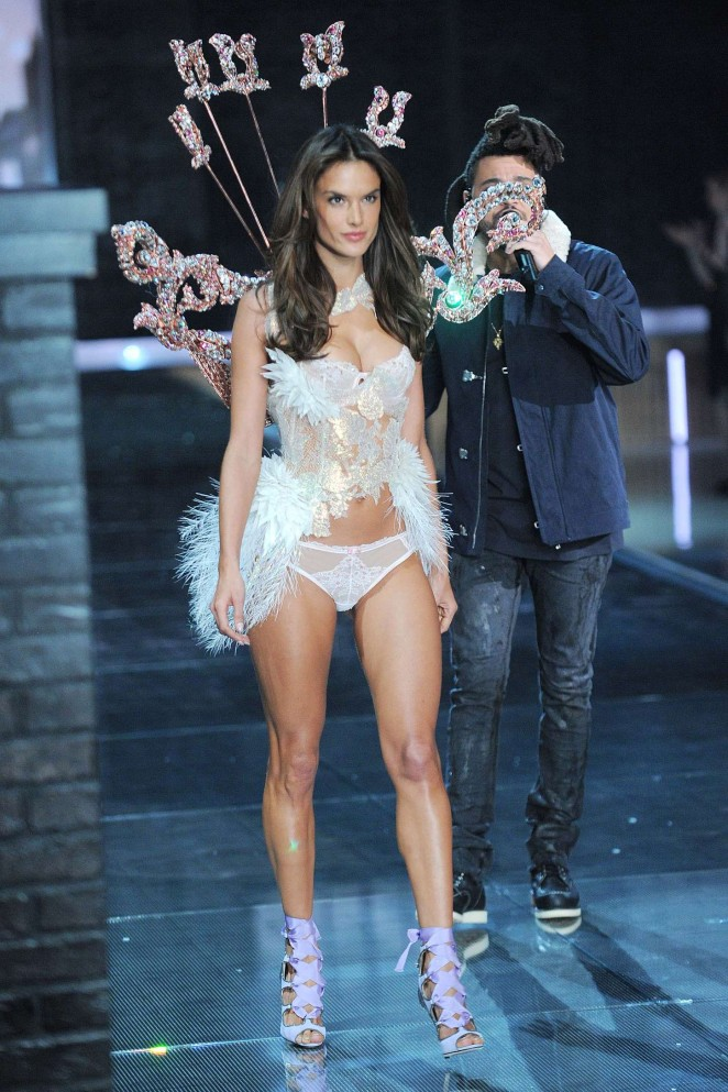 Alessandra Ambrosio – 2015 Victoria's Secret Fashion Show Runway in NYC