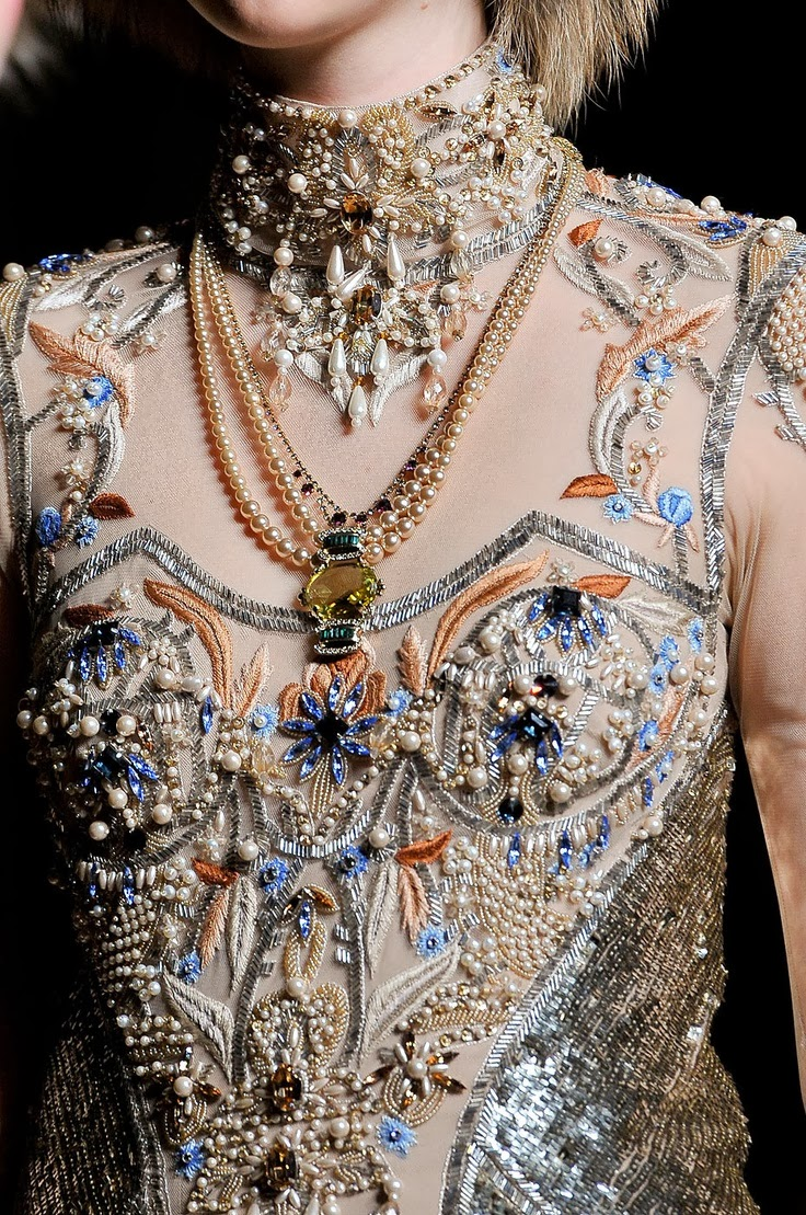 Matin lumineux broderie haute couture