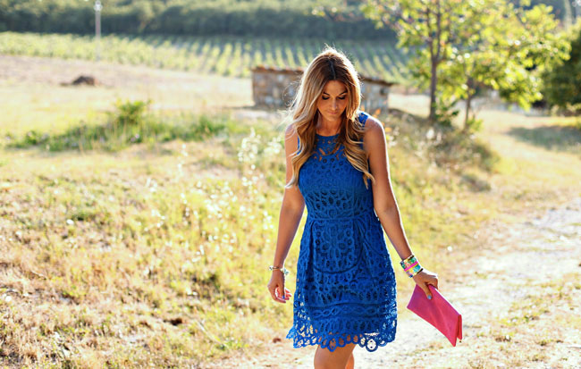 wedding guest attire, what to wear to an outdoor wedding, what to wear to a summer wedding, summer wedding, blue and pink, lilly pulitzer lace dress, blue lace dress, blue and pink, fashion blogger, la canonica di cortine
