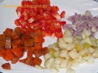 фрукты и овощи порезать мелкими кубиками