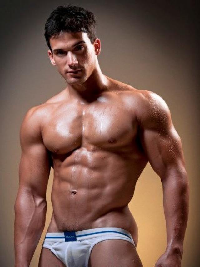 Musculosos Deliciosos Mostrando Tudo Terca Feira De Maio