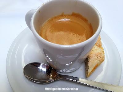 Ristorante La Pasta Gialla: Café Espresso com Biscotti de Amêndoas