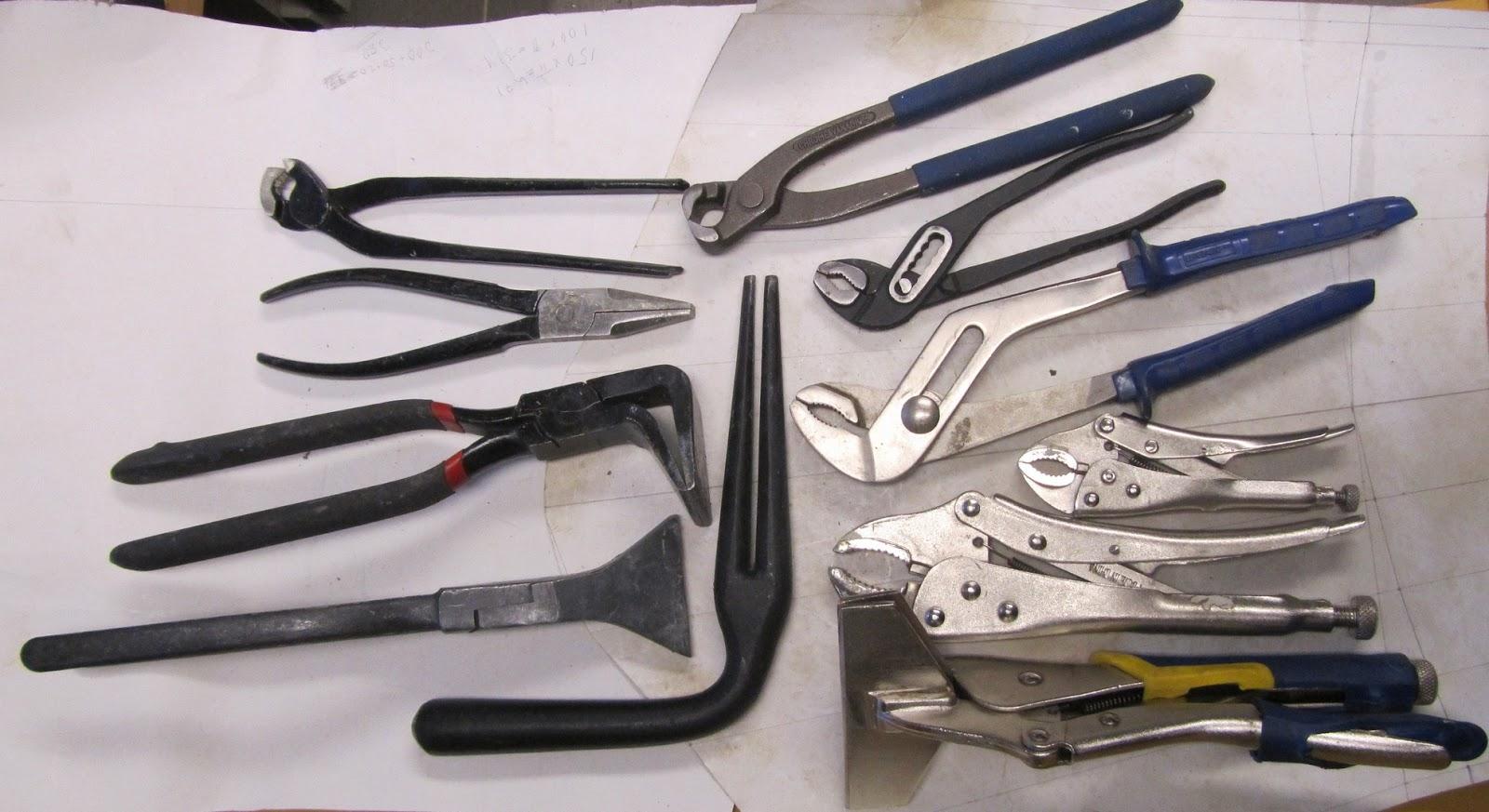 Kattopeltisepän työkalut