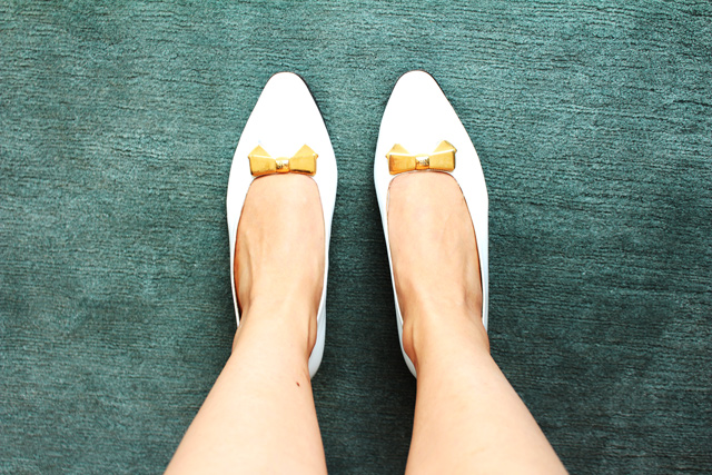 Vancouver fashion blog posing in vintage, vintage nina ricci shoes